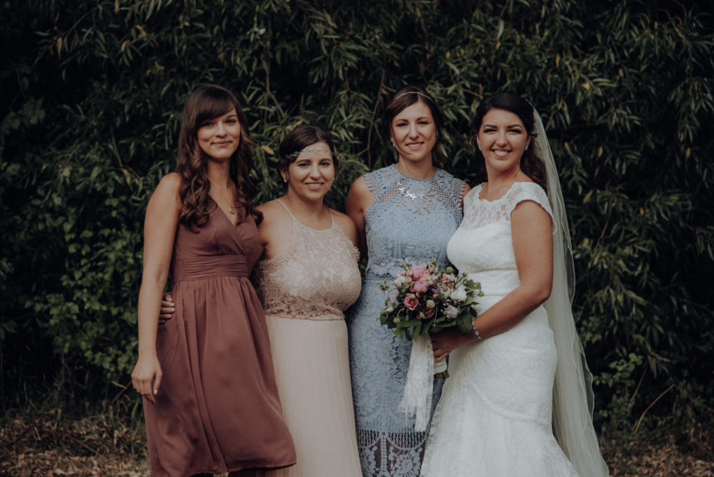 Hochzeit, Hochzeitsfotografie, Gruppenbild Braut mit ihren Brautjungfern, Hochzeit Gotha, Hochzeitsfotografie